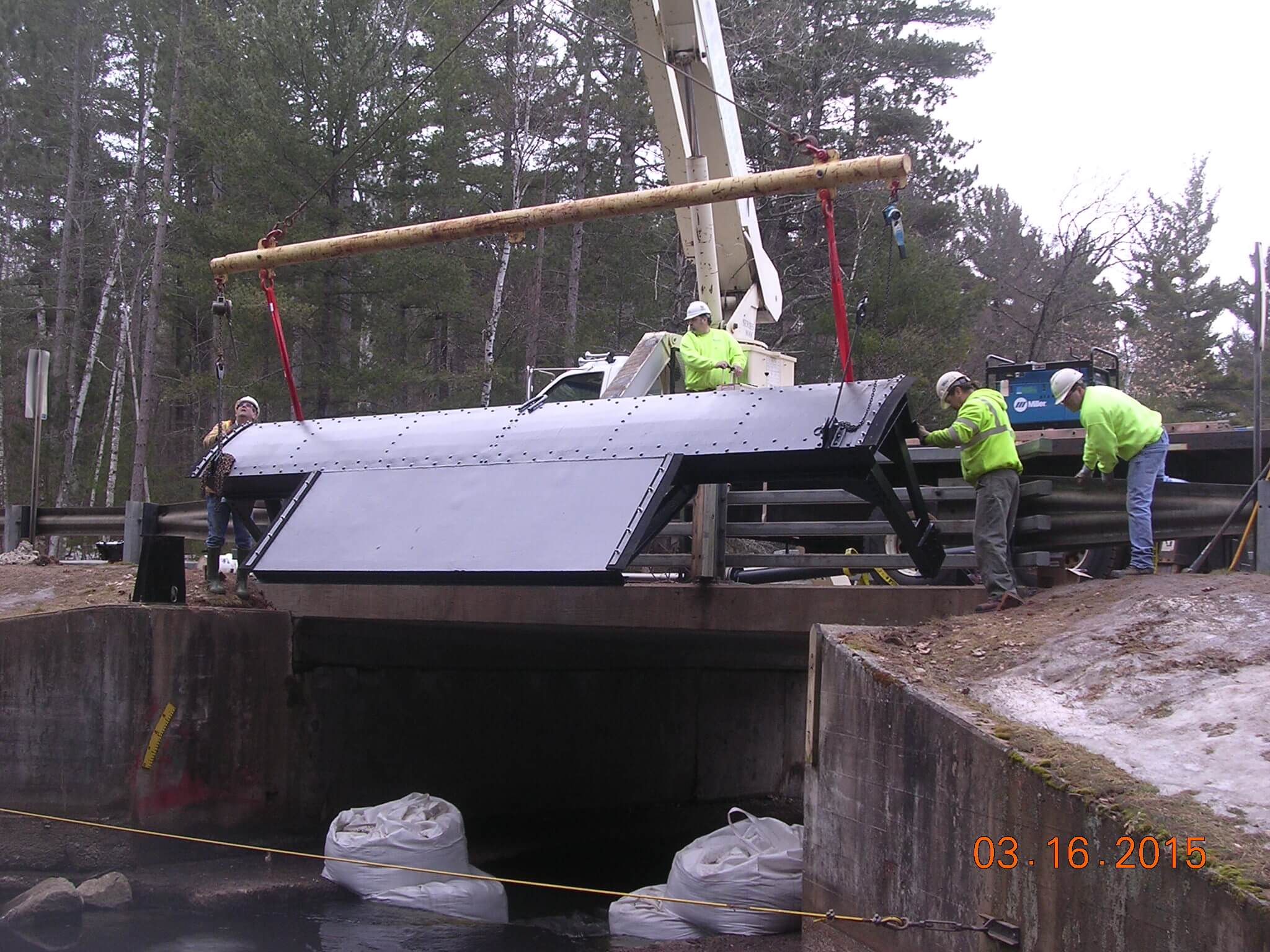Pickerel-Canal-Dam-gate-replacement